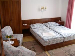 3szobas_apartman_erkelyes_szobaja_RajnaApartmanban